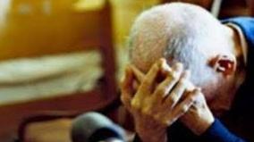 Anziani al freddo e insultati