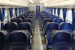 Chiusa al buio in un treno per mezz'ora