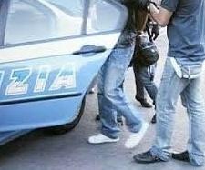 Due presunte ladre fermate da un poliziotto fuori servizio