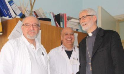 Monsignor Arnolfo in visita all'ospedale di Savigliano