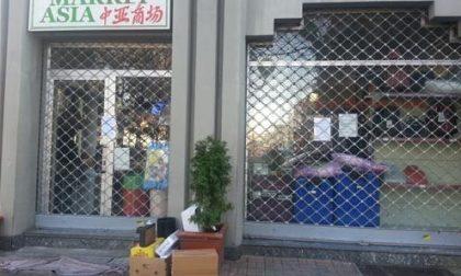 Vercelli, colpito e ferito con una bottiglia rotta all'Asia Market