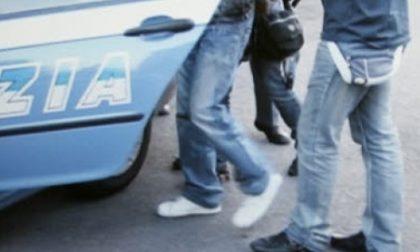 Vercelli, picchia la ex fidanzata davanti ai passanti