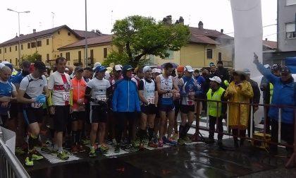 """""""Del riso … La maratona"""", successo nonostante il maltempo a Santhià. Tutte le classifiche"""