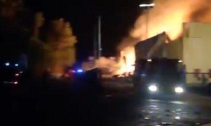 Incendio alla ex Olivetti. Sono 14 i feriti.