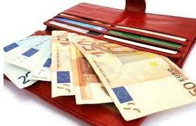 Rincorre anziana per restituirle i 600 euro che aveva perso