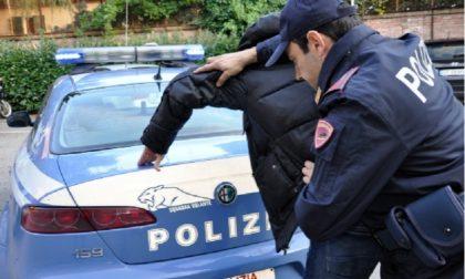 Scippatore inseguito e placcato da un eroico albanese