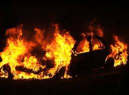 Auto in fiamme in via Dante, l'incendio non è doloso