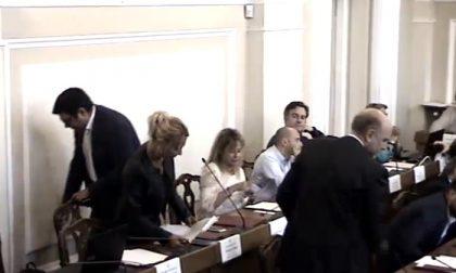 """POLITICA: """"Basta essere presi in giro da questa Giunta"""". SiAmo Vercelli esce dall'aula…."""