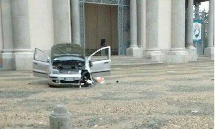 VERCELLI: auto si ribalta in piazza S. Eusebio