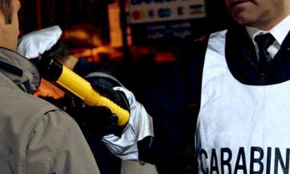 VERCELLI: ubriaca alla guida distrugge due auto parcheggiate.