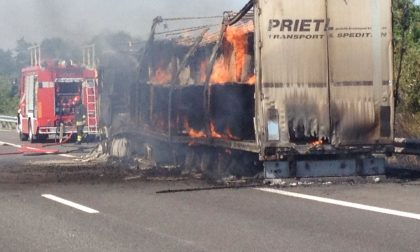 CRONACA: camion in fiamme tra Vercelli e Casale