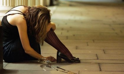"Una 23enne ubriaca persa, la madre: ""fa sempre così"""