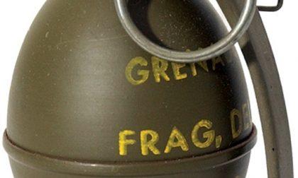 Una granata inesplosa in cortile