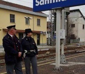 Santhià: interrompe il traffico ferroviario per 34 minuti, denunciato 27enne