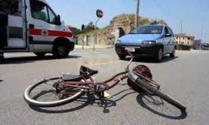 Scappa dopo l'incidente, ma l'auto viene riconosciuta