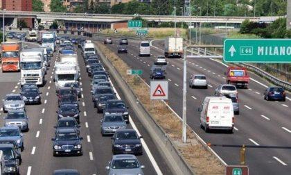 Schianto contro il guard-rail: morto un motociclista