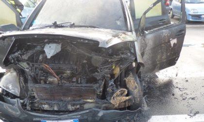 Incendio auto: altre foto e video