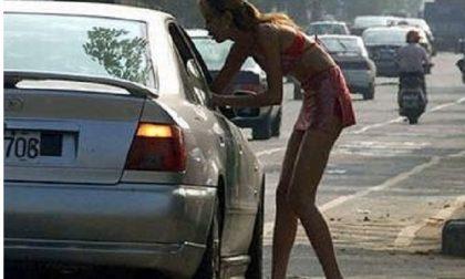 Litiga con le prostitute e loro buttano nel torrente le chiavi dell'auto