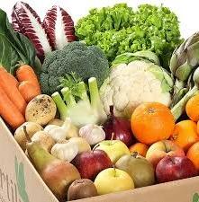 Venditore di frutta deruba il cliente