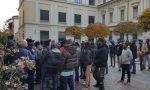 Immigrati protesta davanti alla Prefettura – VIDEO