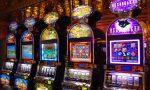 Giocano gratis alle macchinette: due uomini denunciati