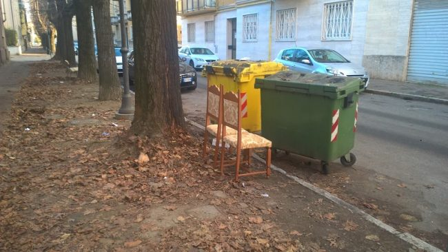 Via Ariosto altri rifiuti abbandonati
