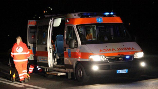 Pavia, bimbo cade dal quinto piano e muore