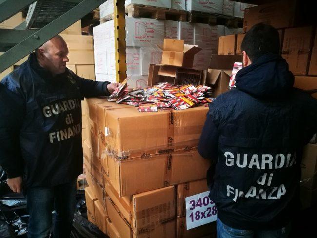 Torino, sequestrate 350mila confezioni di colla pericolosa
