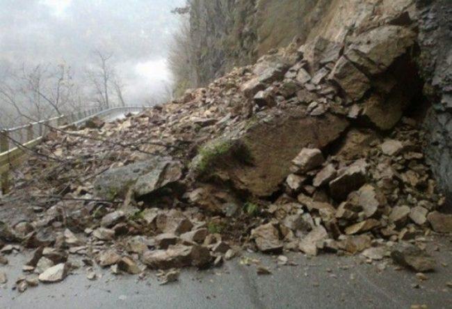 Piemonte, auto travolta da una frana: due morti