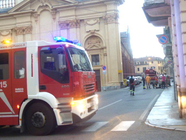 Chiusa Via Borgogna: tegole pericolanti da S. Agnese