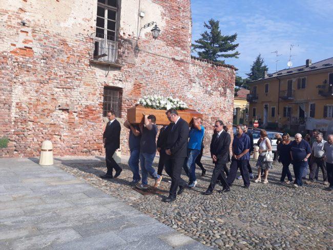 Addio Sabrina: Buronzo si ferma per il funerale