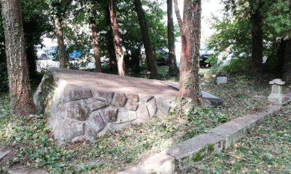 Casa Pound ripulisce il monumento ai caduti