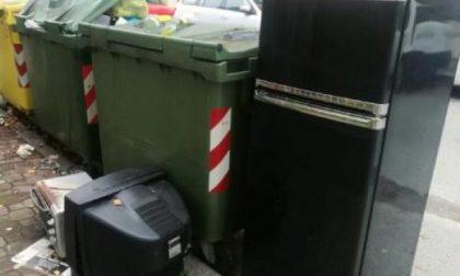 Discarica di elettrodomestici in via Failla