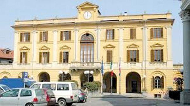 Santhià: il Municipio si illumina di viola