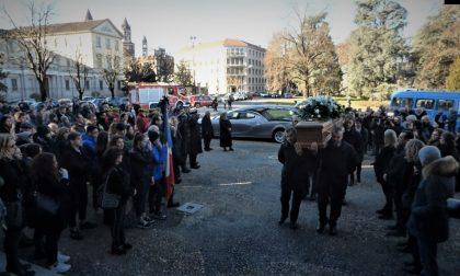 L'addio ad Andrea Raineri: folla mai vista in Duomo