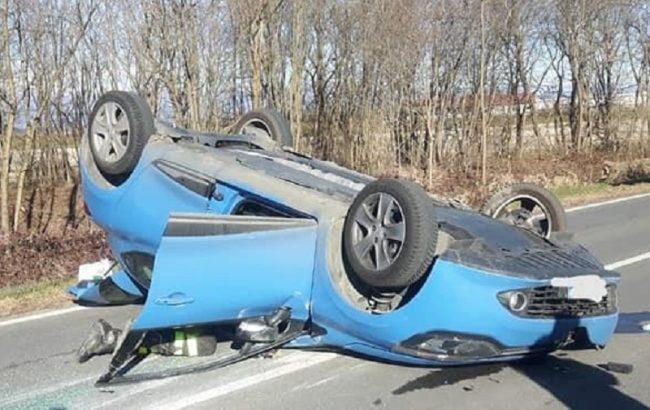 Incidente a Carisio: un&#8217&#x3B;auto capottata, l&#8217&#x3B;altra nella scarpata