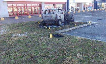 Rogo Vercelli: uomo incendia l'auto con dentro Simona Rocca