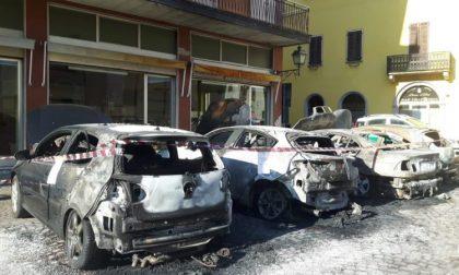 Quattro auto distrutte dalle fiamme indagano i Carabinieri