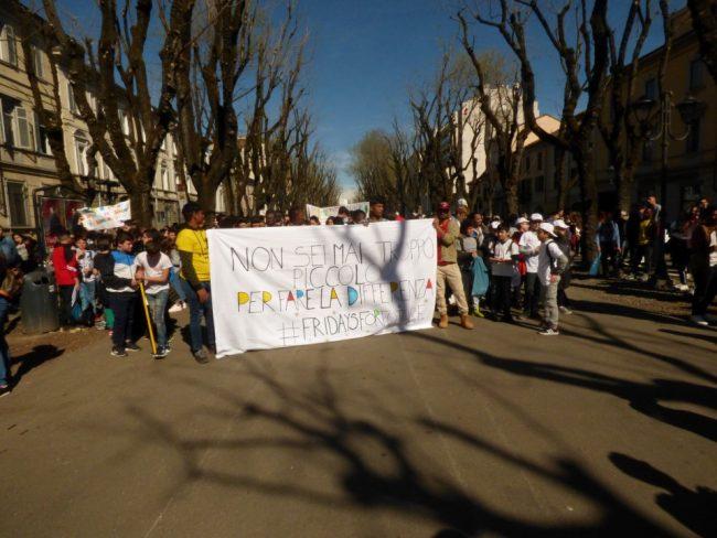 Fridays for Future: Mille studenti vercellesi in corteo &#8211&#x3B; video e foto