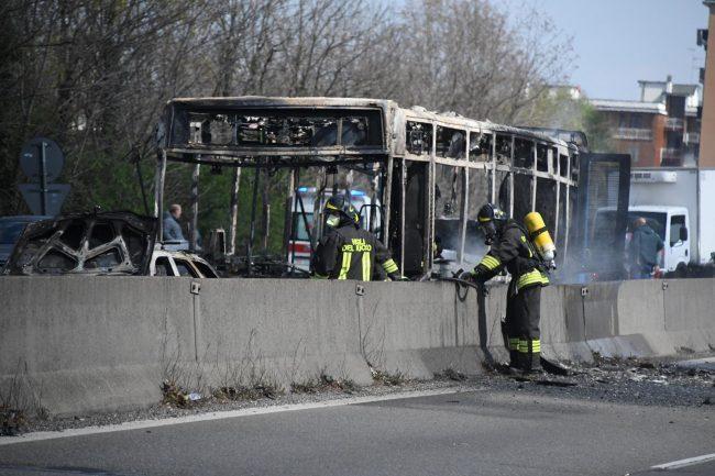 Pullman scolastico bruciato: il VIDEO
