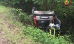 Auto ribaltata fuori strada: ferito il conducente