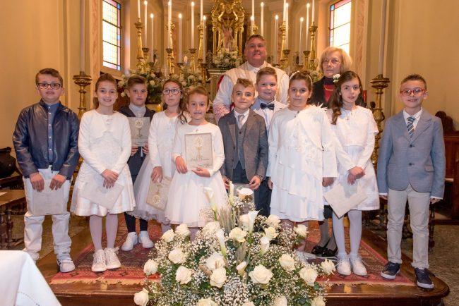 Prime Comunioni: il sacramento per dieci bambini