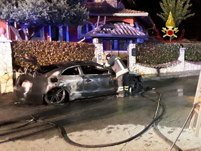 Auto incendiata nella notte a Gattinara