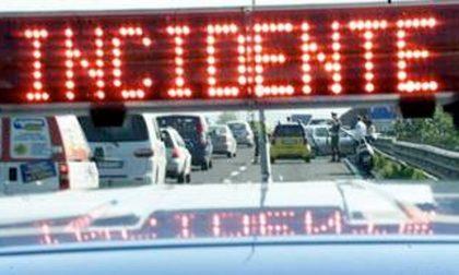 Incidente in autostrada tra camion: due feriti