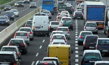 Rallentamenti in autostrada fra neve e mezzi in panne