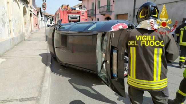 Livorno Ferraris: schianto tra due auto