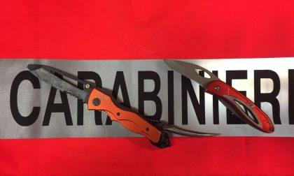 Sospetto con coltelli denunciato dai carabinieri
