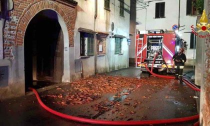 Ghemme, tetto in fiamme