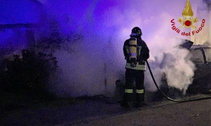 Incendio auto a Ghislarengo: veicolo semi distrutto