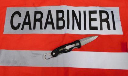 Borgosesia: trovato con coltello a serramanico in tasca